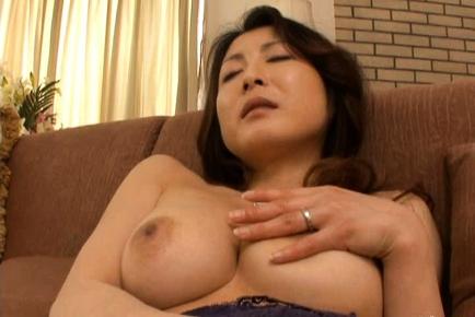 pic02 Hitomi Kurosaki mature Japanese woman enjoys sex