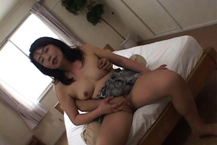 Donna Asiatica amatoriale in un hotel stanza :: JapaneseMatures.com