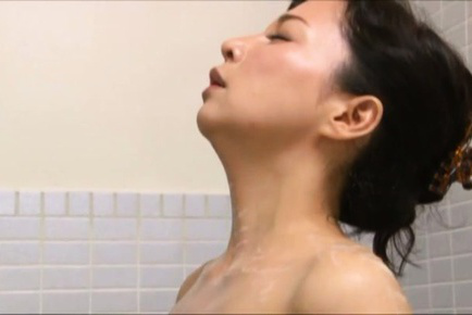 Mai itou. Mai Itou Asian enjoys spoiling her naughty titties with water