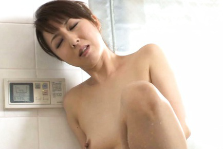Sayuri ikuina. Sayuri Ikuina Asian takes bath and spoils vagina with shower water